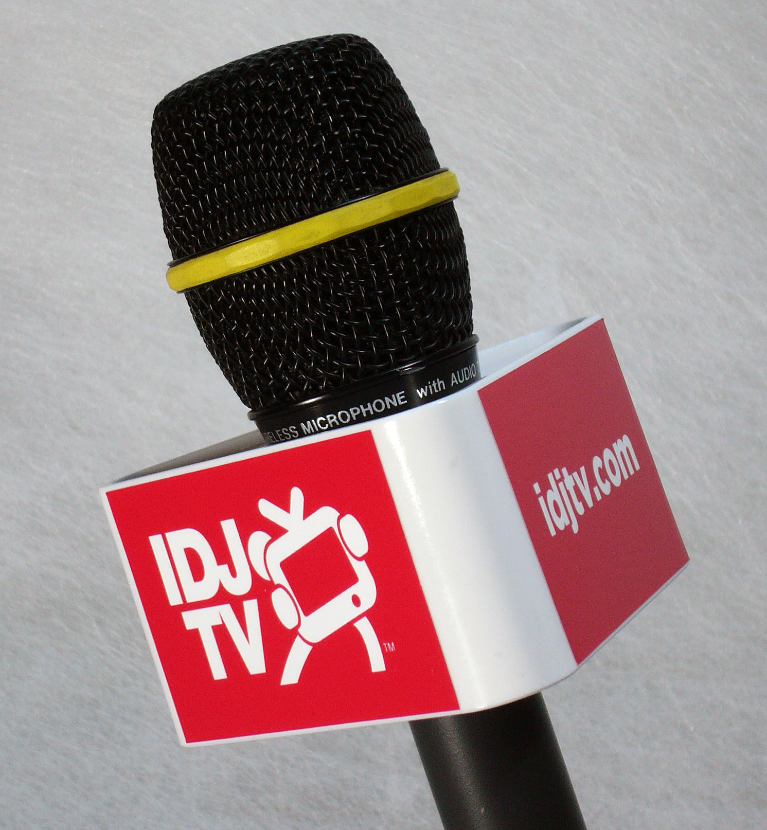 Mic Triangle IDJTV